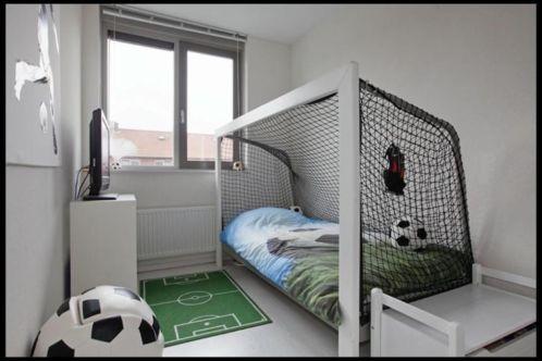 25 beste idee n over voetbal kamers op pinterest voetbal kinderen kamers voetbal thema - Jongens kamer decoratie ideeen ...