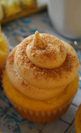 Cinnamon Roll-Stuffed Cupcakes