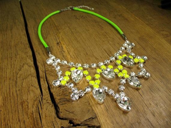 vVv: Stunning Princesses, Princesses Crystals, Drop Bibs, Neon Cords, Crystals Yellow, Fashion Blog, Cords Necklaces, Tear Drop, Bibs Necklaces