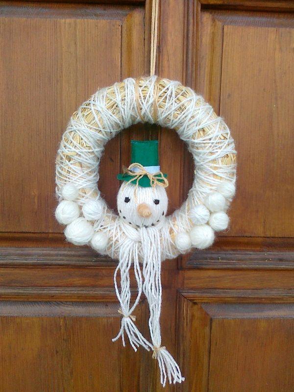 straw wreath with snowman