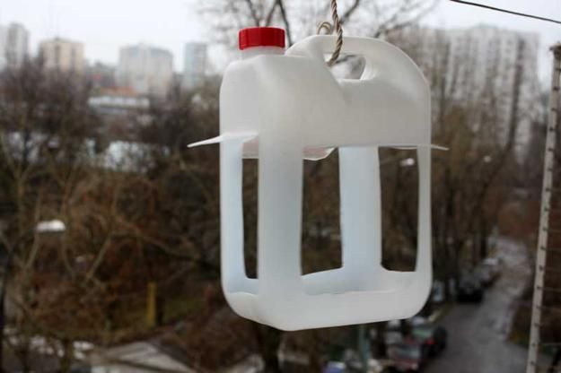 25 Recycled Crafts and Smart Recycling Ideas for Making Cheap Bird Feeder Designs-old plastic gallons