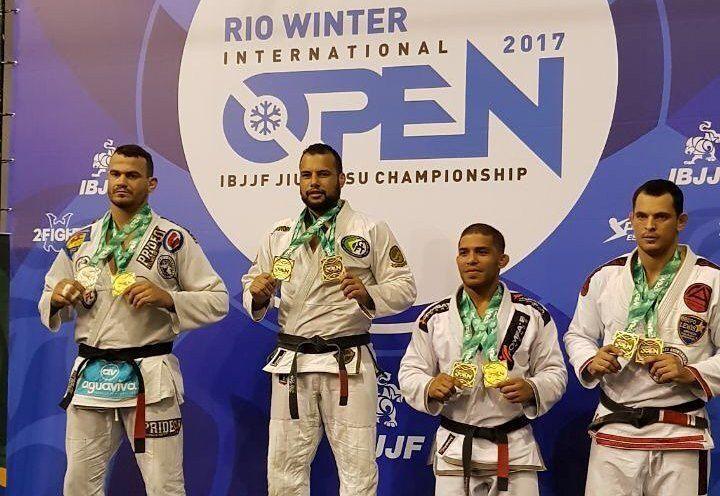 Rio Open de Jiu-Jitsu: Faixas-pretas da GMI GFTeam brilham no Master http://www.graciemag.com/2017/06/26/rio-open-de-jiu-jitsu-faixas-pretas-da-gmi-gfteam-brilham-no-master/?utm_content=buffer8a984&utm_medium=social&utm_source=pinterest.com&utm_campaign=buffer