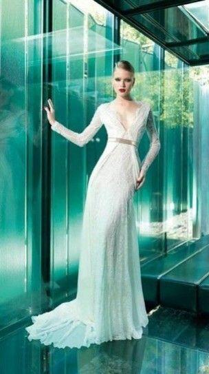 TRENDY IS : SPOSA A MANICHE LUNGHE! Gli abiti da sposa a maniche lunghe sono una delle tendenze più popolari nelle collezioni bridal per il 2015, modelli con maniche in pizzo dall'effetto trasparente...