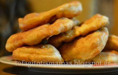 Μια εύκολη συνταγή για τηγανόψωμα, που θα ξετρελάνουν τόσο εμάς όσο και τα παιδιά μας. Πολύ τραγανά ψωμάκια, που μπορούμε να τα συνδιάσου...