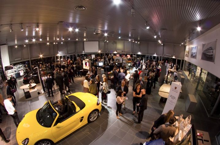 The #SAFW team took over Porsche Centre Hatfield for the Luxe to Lingerie Show. Before the catwalk show began guests enjoyed a fabulous array of pop-up boutiques, a champagne bar and a live swing band.