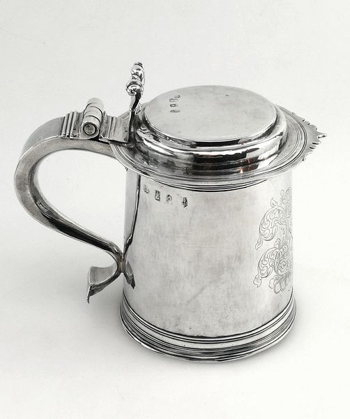 WILLIAM III ANTIQUE STERLING SILVER LIDDED TANKARD LONDON 1700  Michael Sedler Antiques London Silver Vaults Chancery Lane London, UK Antique Silver Dealer #antique #antiquesilver #sedlersilver #silver #london #beer #drinks #history #england
