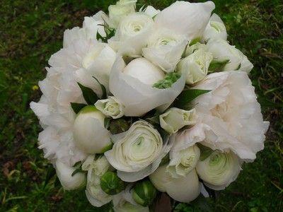 rund brudbukett vita rosor och ranunkler - Sök på Google