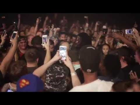 Waka Flocka Flame (@WakaFlockaBSMl) Breaks Up A Fight During Concert in AZ [VIDEO]- http://getmybuzzup.com/wp-content/uploads/2015/05/waka-flocka-flame-650x325.jpg- http://getmybuzzup.com/waka-flocka-flame-breaks-up/- Waka Flocka Flame and DJ Whoo Kid have been on the road for 3 months now for the Turn Up Godz tour, which is a mixture of EDM and Hip-Hop. Last night in Scottsdale, Arizona was especially turnt! You never know what to expect from Waka, and he randomly loves ming