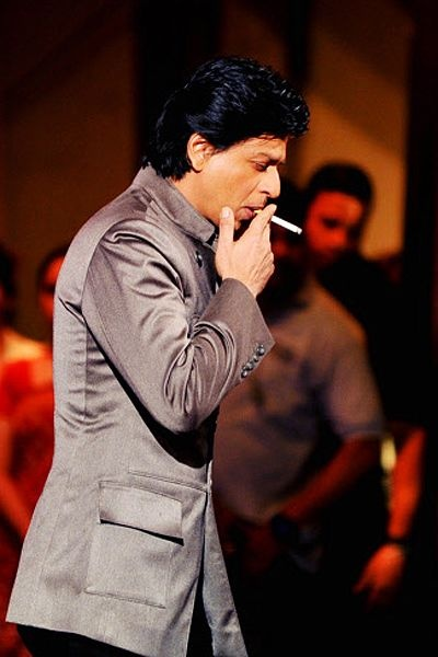 SRK Smoking, On the sets: India's Got Talent