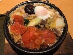 友人と仕事終わりにご飯を食べに行こうということになり久しぶりに六本木のつるとんたんへ ここでのテッパンメニューはすき焼きトマトうどん お出汁のしっかり出たスープが美味しい鍋です うどんは3玉まで増し無料というのが嬉しいです tags[東京都]