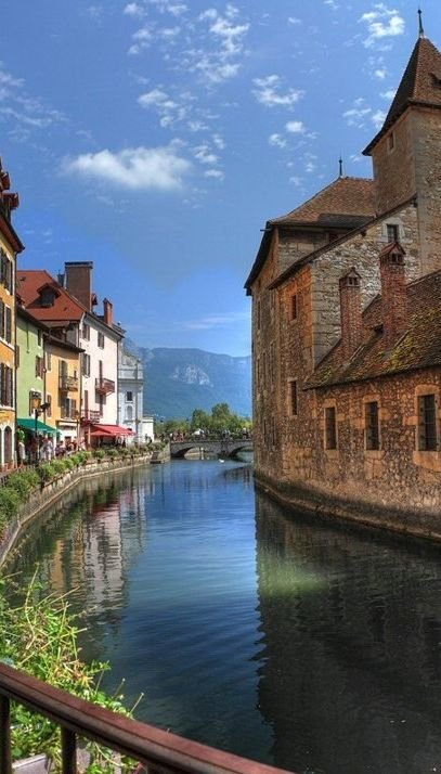 The River Thiou flowing through Annecy in the Rhone Alps of southeastern France • photo: KittyTheWild on Flickr