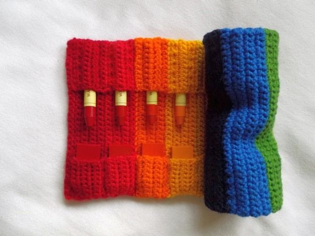 knit crayon roll - instructions available for purchase in German