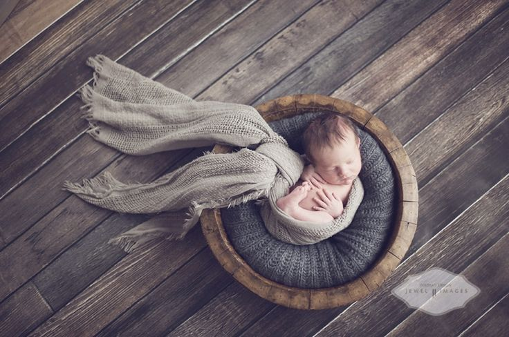 Bend, Oregon Newborn Photographer  Jewel Images  www.jewel-images.com