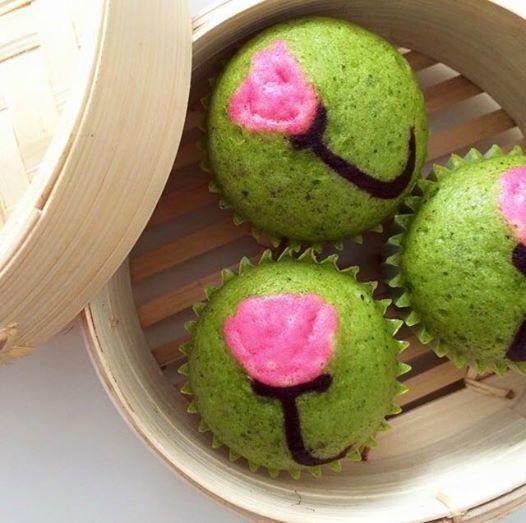 Soft and moist green tea steamed cake made with yogurt, honey, and matcha powder.