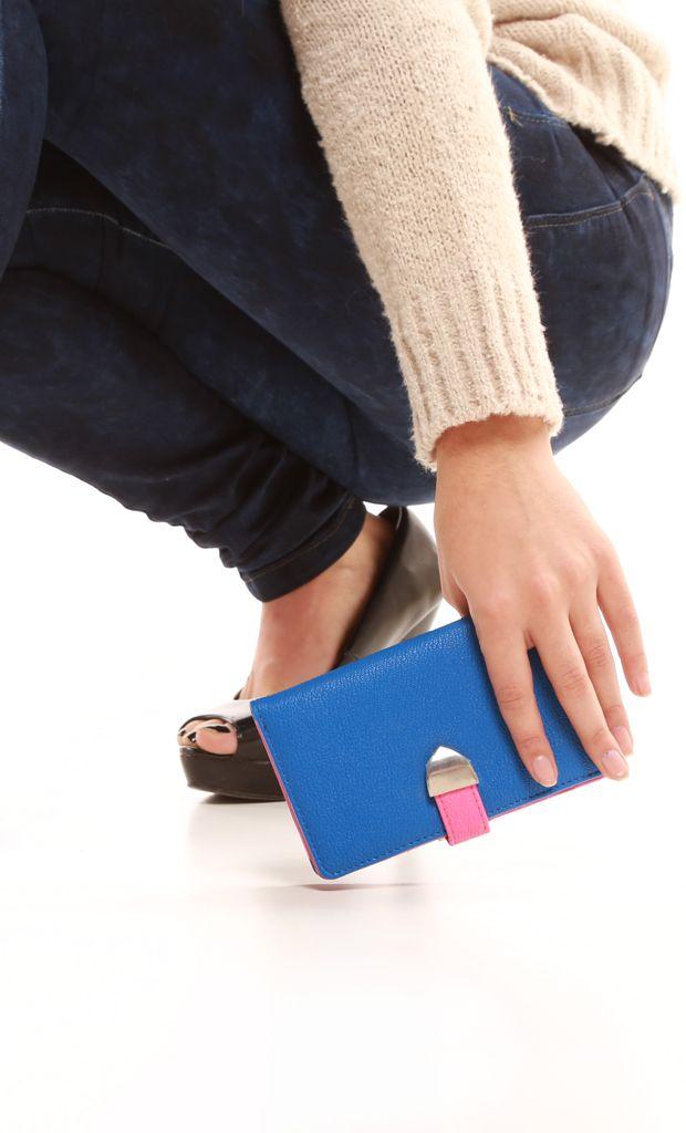 Billetera de ecocuero combinado en 3 colores con doble apertura lateral, broche a presión y presilla con botón a presion Más info: http://www.fashion-delivery.com/index.php?id_product=528&controller=product#.U8BGofl5P9s