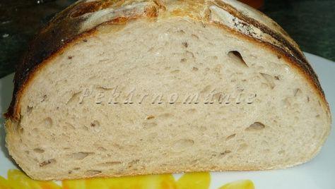 Základní kváskový chleba.Tento chleba je opravdu hodně světlý, obsahuje 24% žitné a 76% pšeničné mouky.