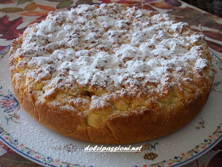 La sbriciolata con mele, crema e uvetta è un dolce davvero semplice e veloce da preparare, ma di una golosità unica per il nostro palato.. Ottimosia per colazione, per la merenda con un bel caffè o come dopo pasto.Questa torta vi stupirà tutti con la sua bontà e semplicità! Di Silvana Portinari che ringrazio.