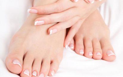 Vesciche ai piedi, cosa fare: i rimedi per prevenirle e curarle - Cosa fare per le vesciche ai piedi? Vediamo quali sono i rimedi per prevenirle e curarle e per evitare possibili infezioni.