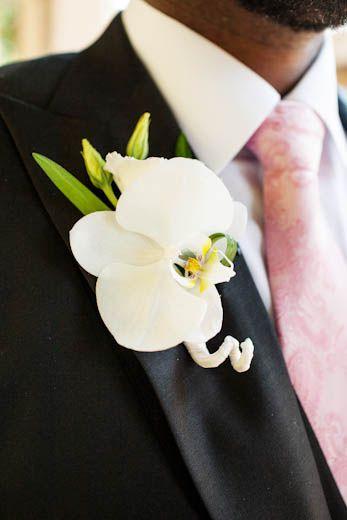 Trouw plannen? Neem een kijkje op Www.bruidsboeket.nl voor inspiratie of een afspraak. Het team van bloemboetiek De Koning helpt u graag!