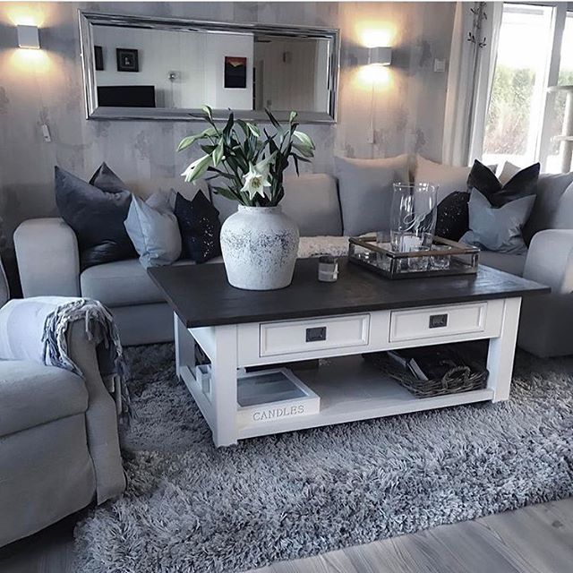 @hilde_anita_s  #passion4interior #interiør #luxury #homedetails #details #interiors #dekor #decor #finahem #inspiration #interiorstyled #norway #inspo #inspohome #onetofollow #photooftheday #interior4all #fine_hjem #the_real_houses_of_ig #picoftheday #interior2you #interior4you #livingroom #like4like #shabbychic #eleganceroom