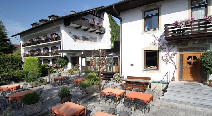 Hotel am Wald Bad Tölz Boasting wonderful views of the Alps, this traditional Bavarian hotel on the outskirts of Bad Tölz offers a newly renovated wellness area and delicious regional cuisine.