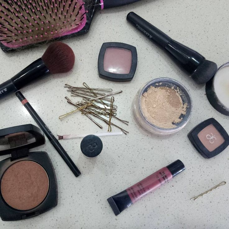 Essentials I don't leave at home.  The last thing you want to do is get caught out after a busy day that quickly turns into an all nighter.  Always have these #Vegan #Plantbased #glutenfree #Arbonnemakeup to refresh my look. #Arbonne #makeupbrushes #Bronzer, peach #lipliner, #magnolia #lipstick,  lip gloss,  #light creme #concealer, #ivory mineral #powder, ballet #blush.  #arbonneconsultant http://ameritrustshield.com/ipost/1552681131073503862/?code=BWMO0MjFoJ2
