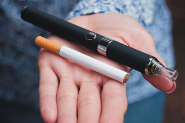 E Zigarette Kratzt Stark