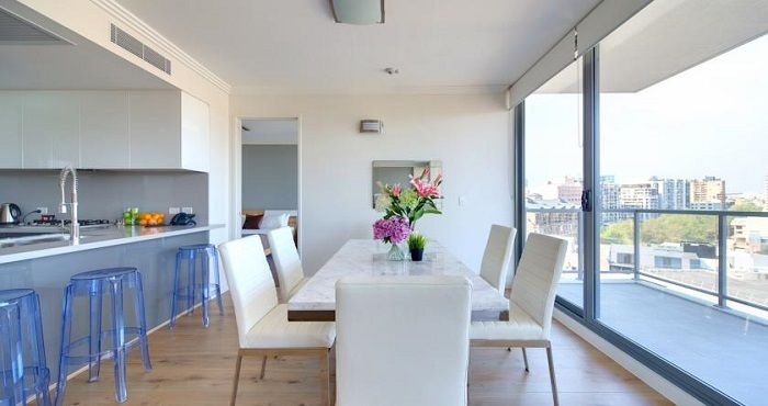 Zara Tower – Luxury Suites and Penthouse Apartments Sydney is located on Wentworth Avenue right in the heart of the Sydney CBD (Central Business District) and offers luxury Penthouse accommodation with 360 degree views of Sydney and beyond.