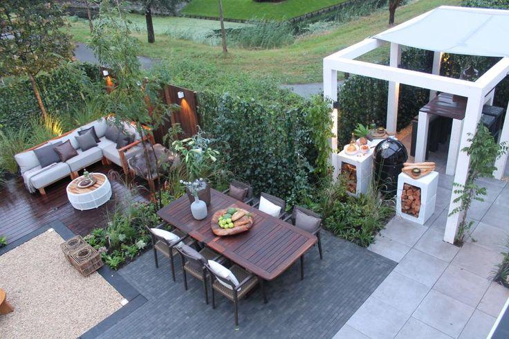 Joline, haar man Martin en hun 3 kinderen hebben een prachtig huis in Rotterdam. De tuin is alleen niet veel soeps: er is veel onkruid en inkijk. En het ziet er heel ongezellig uit! Daarom verrast Jolines zus het gezin met een tuinmaak-over. Hier zie je deel 2...