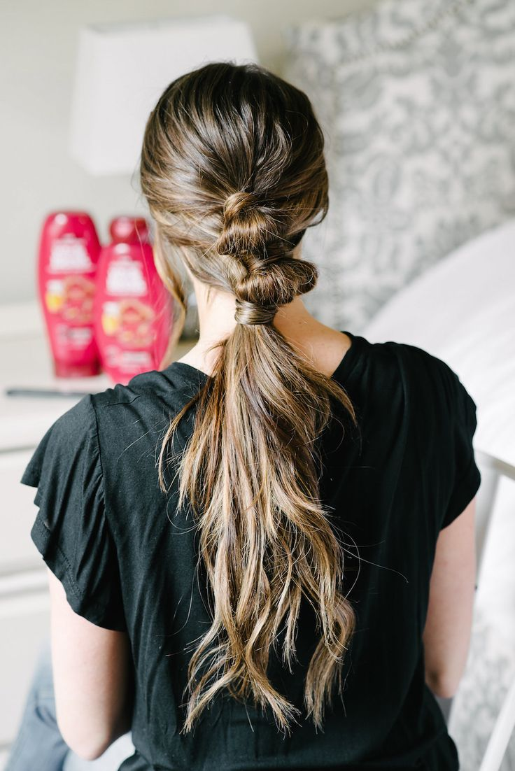 I am obsessed with this bubble pony tail. I love how simple and how quick it is!
