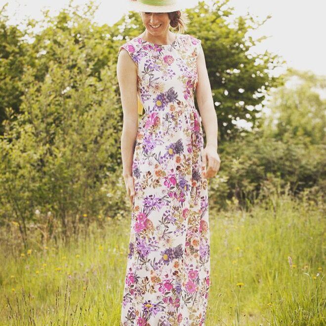 Vestido largo flores con bolsillos y escote en la espalda www.nuriaordiales.com