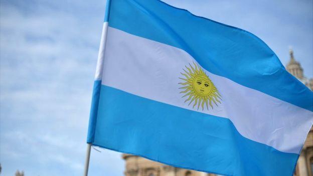 Diario En Directo: ¿Por qué la bandera argentina ondeó en el siglo XI...