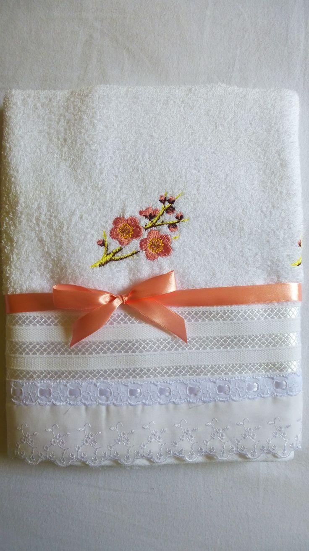 toalha de banho com bordado cerejeira atelie mãe e filha