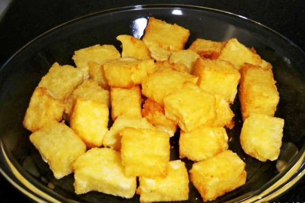 Mandioca frita cremosa é uma delícia. Além de ser fácil de fazer você você pode consumi-la tanto nas refeiçoes ou também como tira gosto, acompanhado daque