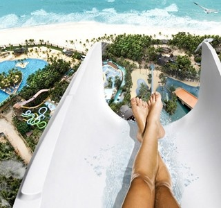 The biggest waterslide in the world...    http://www.etvonweb.be/23035-insano-le-toboggan-le-plus-ouf-du-monde