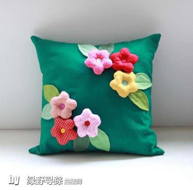 Flores de tecido para almofadas.