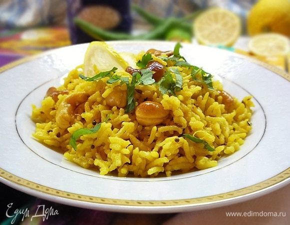 Lemon rice with spices and cashews