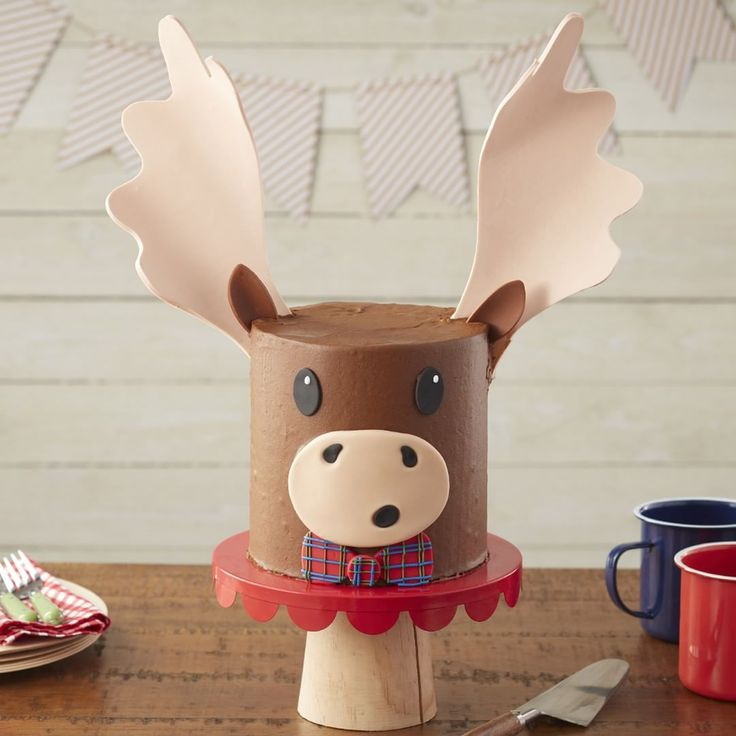 """6,323 Likes, 43 Comments - Wilton Cake Decorating (@wiltoncakes) on Instagram: """"Happy birthday February babies!  Here's a merry moose cake to celebrate your month! Link in…"""""""