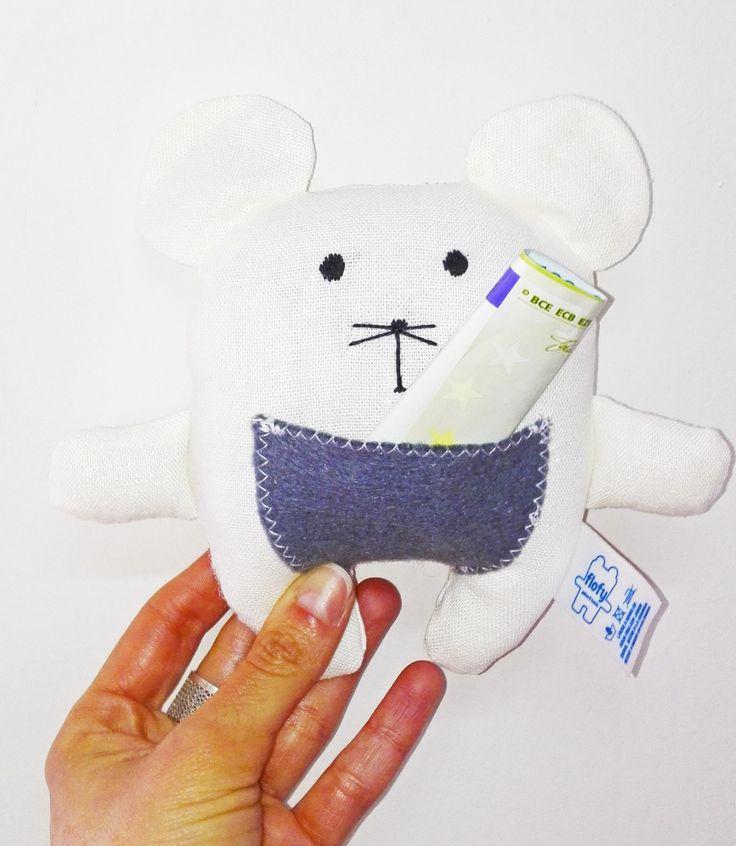 Para los que todavía no saben para que sirve el bolsilito de este hermoso ratón, una imagen vale más que mil palabras. Mete tu diente y reclama tu recompensa. Consiguelos en www.facebook.com/flofyco/