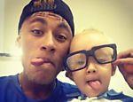 David Lucca es gratis acondicionado padre del el en la imagen Neymar presentada por el En Una sociales roja