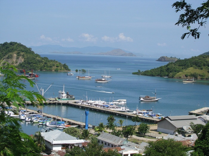 Azure port: A beautiful view of Labuan Bajo port from a highland. (Photo by Markus Makur)