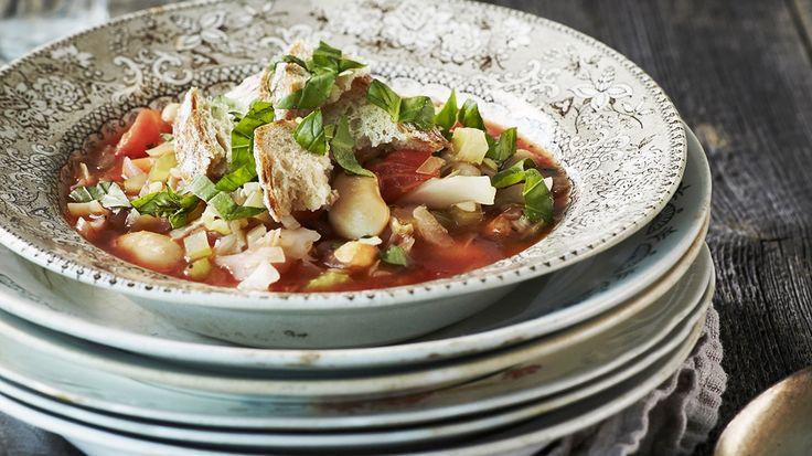Ribollita-keitto on kotoisin Italiasta Toscanan maakunnasta. Siitä on monia eri versioita, mutta yleisimmin siinä käytetään mm. papuja, leipää, kaalia, porkkanaa.