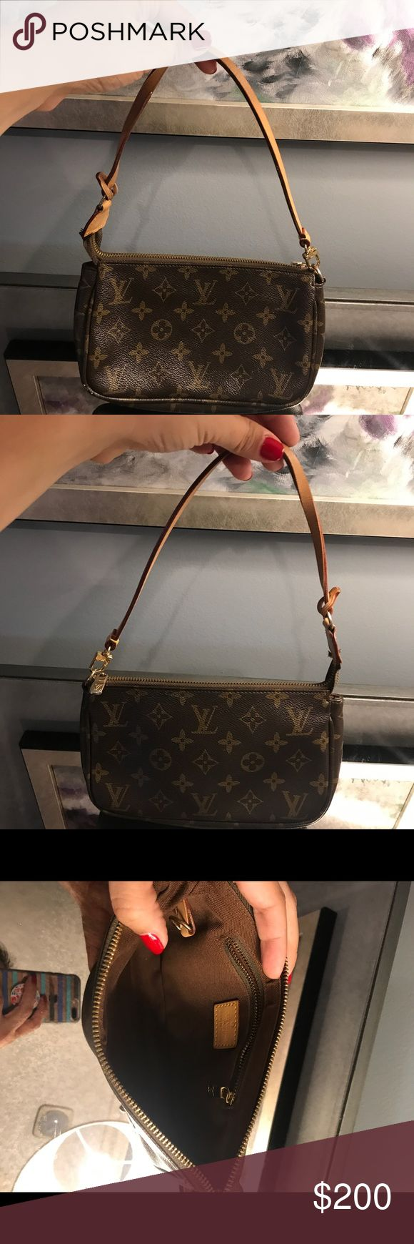 Authentic small Louis Vuitton purse Small Louis Vuitton purse in very good condition Louis Vuitton Bags Shoulder Bags