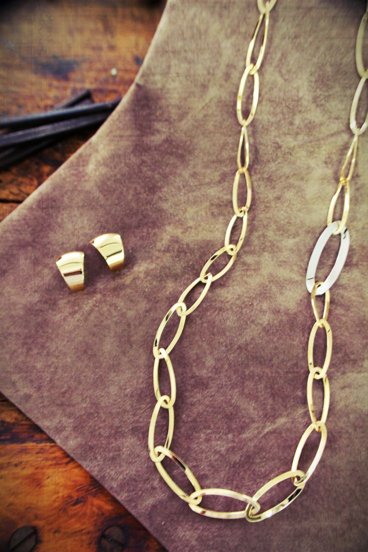 UNOAERRE/ 18K/ Yellow gold/2015 /New /Italian Jewellery/Necklace/pierce/