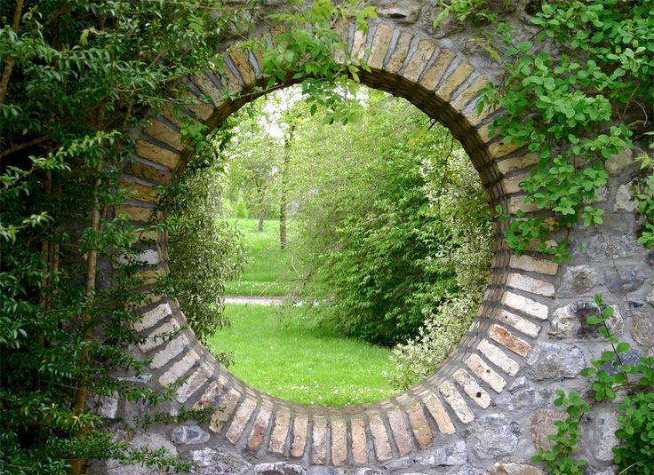 Tuinposter 'Stenen doorkijk'