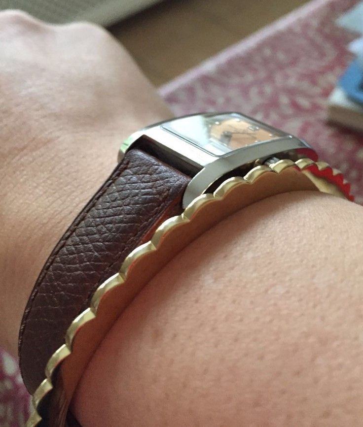 Ingranaggi - Spinning Gear Collection II Shiny bangle in #polished #brass. An #italian  #design #brass #metal #jewellery #jewelry #design #ootd #adornment #inspiration #pink #plastic #summer #bangle #bangles #bracelet #design #gioielli #jewels