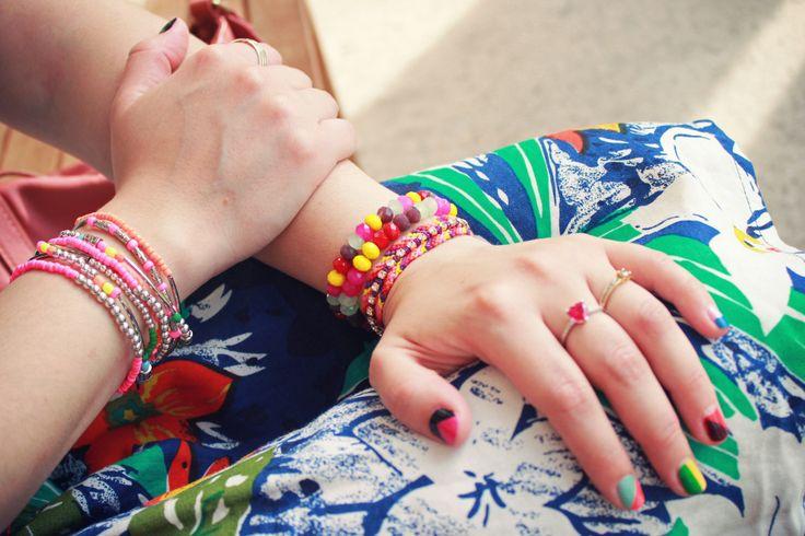 #colorblocking La tecnica di usare due colori sulla stessa unghia è quella che preferiamo. Si può dividere l'unghia orizzontalmente, verticalmente o in diagonale basta usare la fantasia e rompere con la solita manicure!