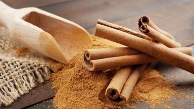 Skořice je přírodní antibiotikum a poradí si také s akné