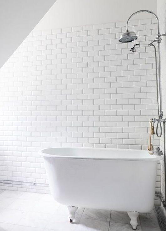 Kolla in den här Hemnet-pärlan på Södra Åby Byaväg i Trelleborg. En omgjord skola som renoverats till bostadshus. Jag fastnade framförallt för det söta badrummet. Älskar det göllia badkaret. Huset är…