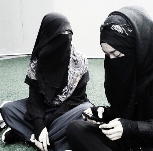 รูปภาพจาก We Heart It #allah #hijab #islam #khimar #niqab #quran #muslimah #jilbab
